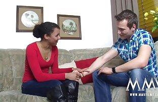 La tetona Stacey follada al estilo perrito en el lesbianas follando con tios sofá