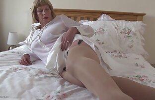 caliente lesvianas amandose pelirroja trabajando con el pie
