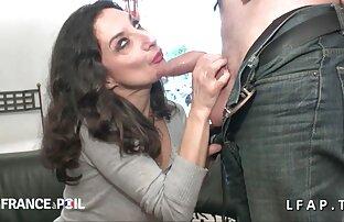 Rubia se entrega en gordas lesbianas cojiendo un almacén