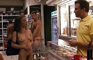 Dos chicas blancas chupan mujer seducida por lesbiana una gran polla árabe