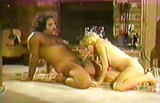 Latina lesbianas teniendo sexo en el sofa masturbándose webcam parte 2 aceite