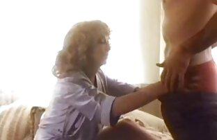 Dame de lesbianas cojiendo bien rico tetas grandes gime mientras es golpeada duro