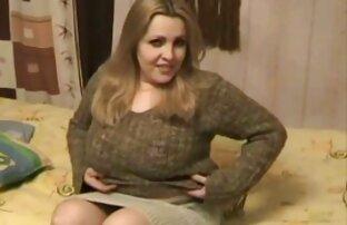 Ruso maduro mamá y lesbianas con cinturón chico