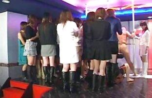 Agente de casting de tetas pequeñas lesbianas follandp cumsprayed en el coño