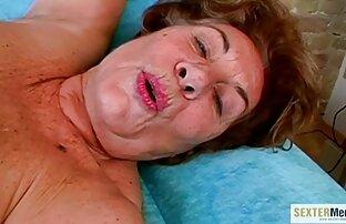 Dedo lesbianas con cinturon de polla y Consolador Follando Adolescente Coño afeitado