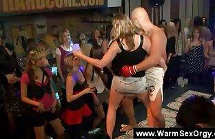 MILF jefe seduce a su pervertido nuevo empleado lesbanas follando