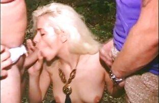 Pelirroja primas lesbianas follando adolescente