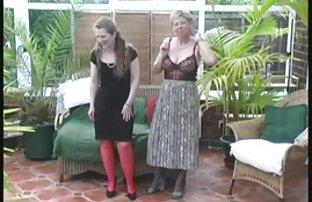 Amorous lesbianas gimiendo rico Chics es clavada con enormes penes en una excitante orgía