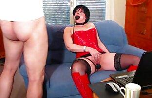 Caliente rubia milf se extiende y juega con su lesbianas follando con maquinas apretado coño mojado
