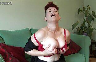 Caliente mamada acción de increíble lesviana tirando MILF