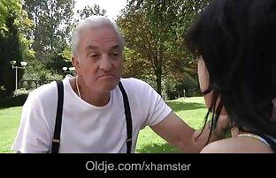 une jeune lesbianas follando xxx et un vieux