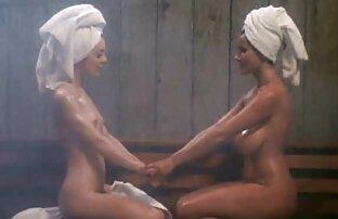 LatinaFuckToy lesbianas cojiendo en la calle