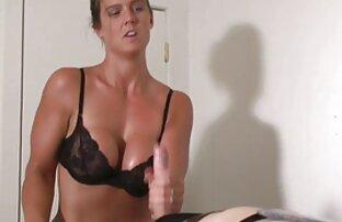 Show en vivo de Bigtitted dos lesbianas cojiendo con Spencer Scott jugando