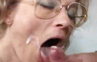 Fiesta chicas lesbianas haciendolo en casa mamada